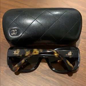 Auth Chanel 5322 tortoise polarized sunglasses
